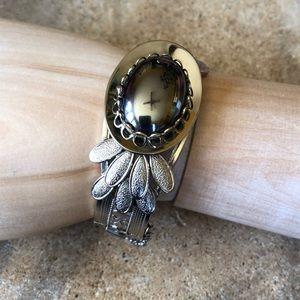 Jewelry - Vintage bracelet with hematite like cabochon